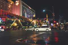 США, ЛАС-ВЕГАС - 25-ОЕ СЕНТЯБРЯ 2016: Улицы Лас-Вегас на ноче Стоковое Изображение
