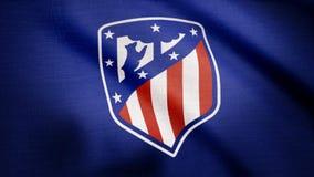 США - НЬЮ-ЙОРК, 12-ое августа 2018: Развевать флага Atletico de Мадрида Развевая флаг с логотипом футбольной команды Atletico Мад стоковая фотография rf
