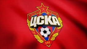 США - НЬЮ-ЙОРК, 12-ое августа 2018: Флаг CSKA Москвы развевает Развевая флаг с футболом CSKA Moskva бьет логотип редакционо стоковые изображения rf