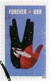 США - 2016: показывает предприятие внутри плана салюта Vulcan, жеста рукой Spock иконического стоковое фото