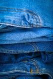 съемка джинсыов сини близкая штабелирует вверх стоковые изображения rf