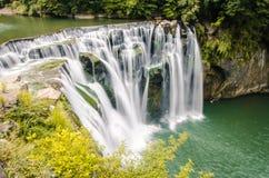 Съемка долгой выдержки водопада Shifen в Тайване стоковая фотография rf