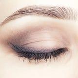 Съемка конца-вверх закрытого женского глаза Стоковое фото RF