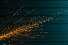 Съемка конца-вверх искр угловой машины Стоковые Изображения RF