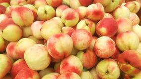 Съемка конца-вверх ` s персика; сочный персик свеж и дешево стоковое фото rf