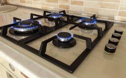 Съемка крупного плана голубого огня от плиты отечественной кухни Cooke газа Стоковая Фотография