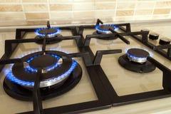 Съемка крупного плана голубого огня от плиты отечественной кухни Cooke газа Стоковые Изображения RF