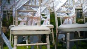 Съемка кливера стула свадьбы поднимая акции видеоматериалы