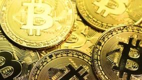 Съемка макроса монеток Bitcoin акции видеоматериалы
