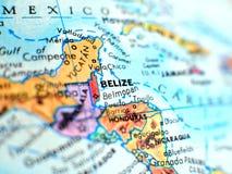 Съемка макроса фокуса Белиза на карте глобуса для блогов перемещения, социальных средств массовой информации, знамен вебсайта и п Стоковая Фотография RF
