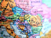 Съемка макроса фокуса Венгрии на карте глобуса для блогов перемещения, социальных средств массовой информации, знамен вебсайта и  Стоковое Изображение