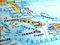 Съемка макроса фокуса Кубы на карте глобуса для блогов перемещения, социальных средств массовой информации, знамен вебсайта и пре Стоковое фото RF