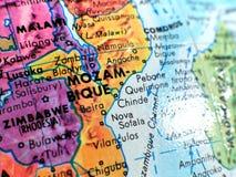 Съемка макроса фокуса Мозамбика Африки на карте глобуса для блогов перемещения, социальных средств массовой информации, знамен ве Стоковая Фотография