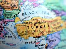 Съемка макроса фокуса Турции страны на карте глобуса для блогов перемещения, социальных средств массовой информации, знамен вебса Стоковое Изображение RF