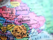 Съемка макроса фокуса Украины на карте глобуса для блогов перемещения, социальных средств массовой информации, знамен вебсайта и  Стоковое Изображение