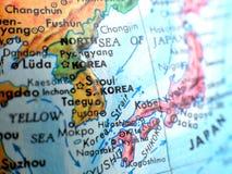 Съемка макроса фокуса Южной Кореи Сеула на карте глобуса для блогов перемещения, социальных средств массовой информации, знамен в Стоковое фото RF