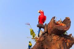 Съемка на глазе красной статуи птицы попугая ары Стоковое Изображение RF