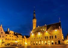 Съемка ночи Таллина квадрата Townhall Стоковое фото RF