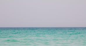 Съемка океана на пляже Jumeirah в Дубай, ОАЭ Стоковое Фото