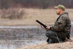 Съемка охотника ждать Стоковые Фотографии RF