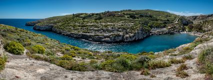 Съемка панорамы залива долины Mgarr Ix-Xini стоковые фотографии rf