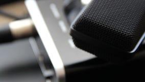 съемка серии нот опыта оборудования музыкальная Профессиональный крупный план ядровой карточки микрофона студии конденсатора абст видеоматериал