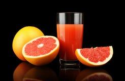 Съемка студии отрезала 3 грейпфрута с чернотой изолированной соком Стоковые Фотографии RF