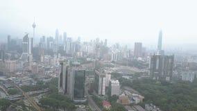 Съемка трутня горизонта города Куалаа-Лумпур во время разъединяет помох видеоматериал