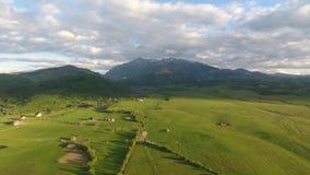 Съемка трутня румынской сельской местности воздушная акции видеоматериалы