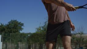Съемка удар справы тренировки человека в солнечном свете сток-видео