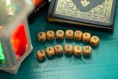Съемка установки студии освещенного фонарика - показывать kareem ramadan значит благословленное торжество гостеприимсва Рамазан с стоковое изображение