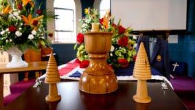 Съемка цветка & свечи используемых для похорон стоковая фотография