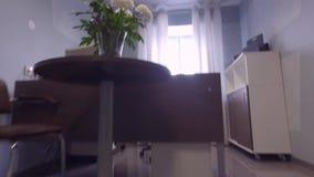 съемка steadicam нутряной самомоднейший офис Секретарша Стол видеоматериал