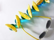 Съемки лимонов солнечных очков питья напитка Стоковая Фотография RF