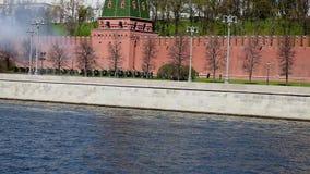 Съемки оружия под стенами Кремля сток-видео