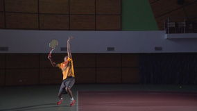 Съемки тенниса: Подача (замедленное движение)