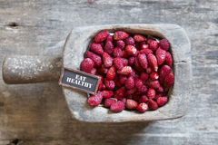 Съешьте здоровую, клубнику и бирку Стоковые Изображения RF