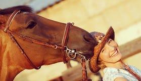съешьте лошадь шлема для того чтобы попробовать Стоковые Изображения