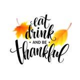 Съешьте, питье и благодарной надпись нарисованная рукой, дизайн каллиграфии благодарения Праздники помечая буквами для приглашени иллюстрация вектора