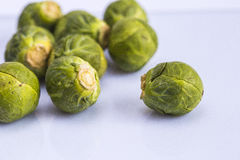 Съешьте ростки Брюсселя здоровой капусты vegetable Стоковое фото RF