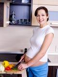 съешьте супоросое подготовляет к женщине Стоковая Фотография