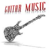 Сыграйте девушку гитары… красивую предназначенную для подростков играя музыку с гитарой Стоковое фото RF