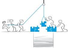 Сыгранность - бизнесмены сотрудничают и строить бесплатная иллюстрация