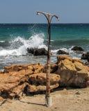 Сымпровизированный ливень на пляже Стоковые Фотографии RF