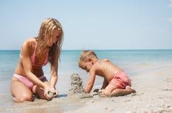 сынок мати пляжа стоковые фото