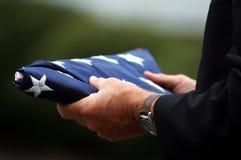 сынок удерживания s флага отца Стоковое Изображение RF