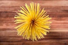 Сырая макарон спагетти макаронных изделий стоковое фото rf