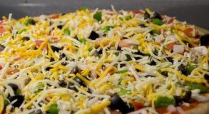 Сырая домодельная пицца Veggie Стоковые Изображения