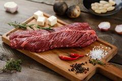 Сырое мясо на древесине Стоковое фото RF