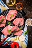 Сырое мясо, стейки свинины Стоковое Изображение RF